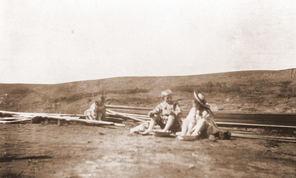 1905315